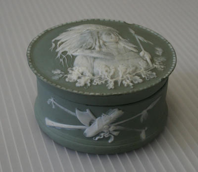 Wedgwood container with top