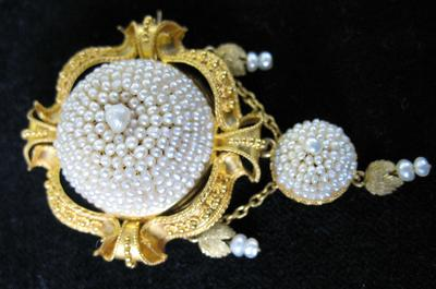 Gold and Seed Pearl Earring