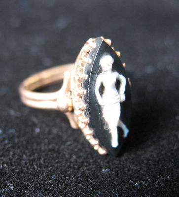 Woman's Cameo Gold Ring with Female Silhouette in Black Oval