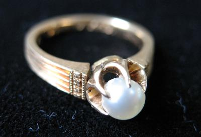 Woman's Gold and Pearl Ring