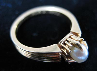 Woman's Gold and Oriental Pearl  Ring