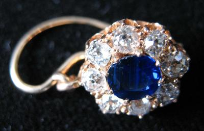 Gold Earring with Blue Sapphire and Diamond Cluster
