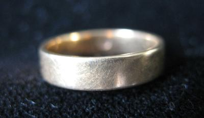 Woman's Gold Wedding Band