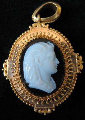 Gold and Quartz Oval Cameo Brooch with Profile of an Egyptian Pharaoh