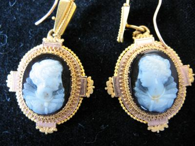 Gold and Quartz Oval Cameo Earring with Profile of an Elizabethan Woman