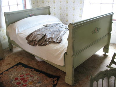Bedstead (Painted Floral Embellishment)